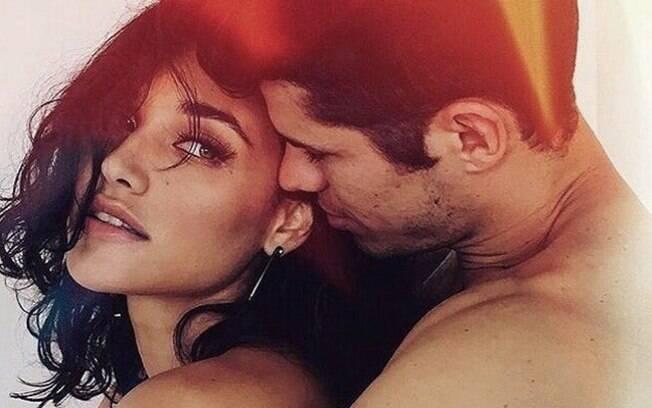 Débora Nascimento e José Loreto são vistos juntos