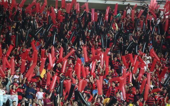 Torcida do Flamengo receberá escolta para jogo em Montevidéu contra o Peñarol.