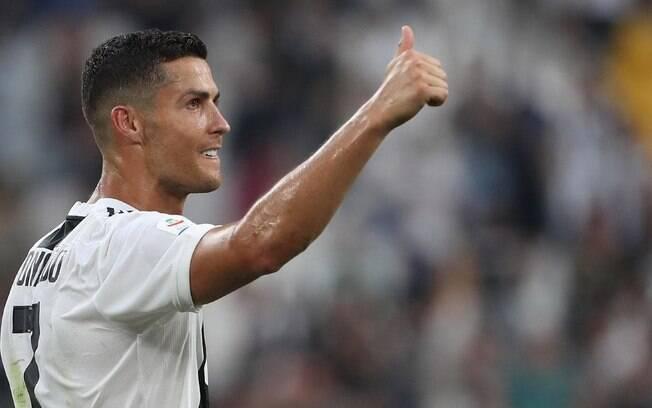 Cristiano Ronaldo se juntou à Juventus no meio da Copa do Mundo e o vice-presidente do clube, Nedved, revelou bastidores da negociação