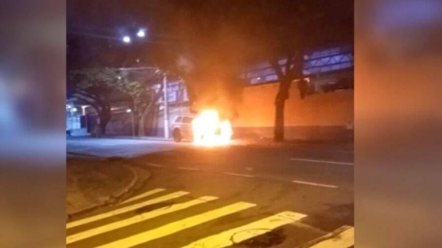Homem foi preso após incendiar carros em Campinas 'em nome de Deus'.