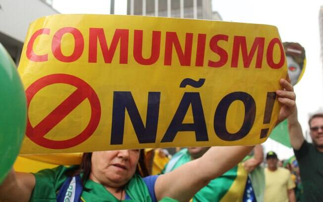 Na Avenida Paulista; manifestante criticou o regime comunista. Foto: André Tambucci/ Fotos Públicas - 13.3.16
