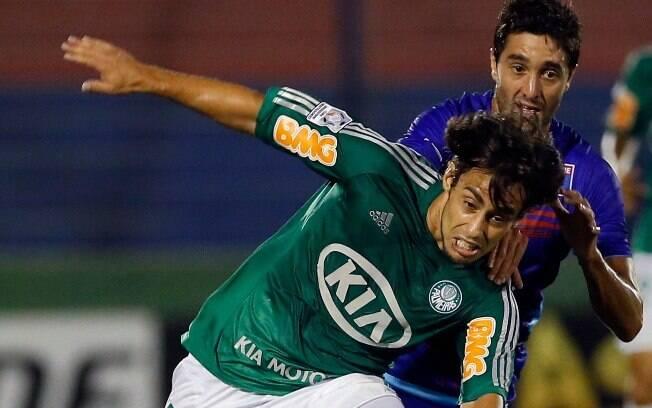 Valdivia tentou bastante, mas não foi capaz  de superar a defesa argentina