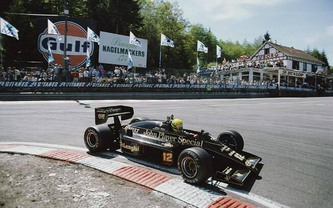 Ayrton Senna na Lotus-Renault 98T, o carro mais bonito já feito, na opinião de Bischof