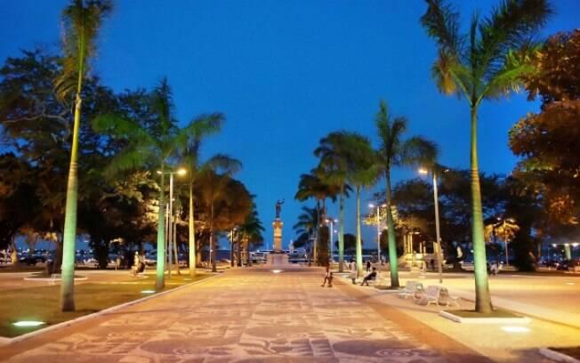 Uma caminhada pelas ruas da cidade revela um povo cordial e belas paisagens