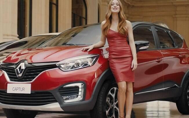 """Captur: graças à publicidade com a """"sereia"""" Marina Ruy Barbosa, as vendas na cor vermelha subiram  junto com as do SUV"""
