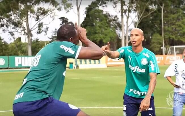 Usain Bolt provoca Deyverson com dancinha do jogo