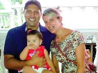 Medo. Cristiane escolheu a cesárea para ter Cecília, 11 meses, após ver sua amiga sofrer 18 horas no parto normal. Ela diz que falta preparo dos médicos, e que partos normais são feitos até por enfermeiras