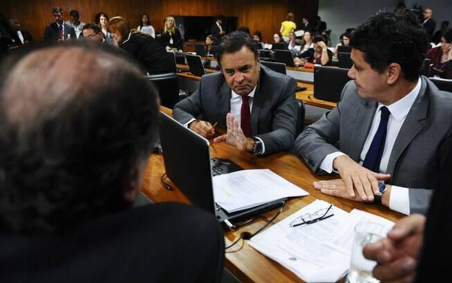 Comissão do Senado aprova proposta de reforma política com fim de coligações