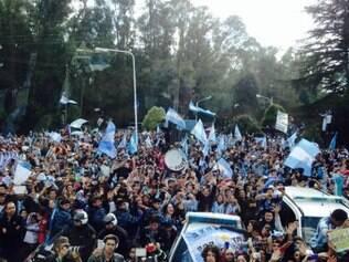 Torcida argentina fez festa para grupo vice-campeão e lotou as ruas no caminho ao prédio da AFA