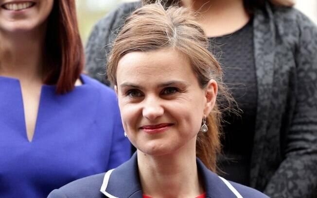 A depuatada Jo Cox defendia a permanência do Reino Unido na UE e foi morta no dia 16 de junho
