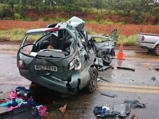 Acidente envolveu três veículos e deixou quatro mortos na manhã desta sexta-feira próximo a Corinto