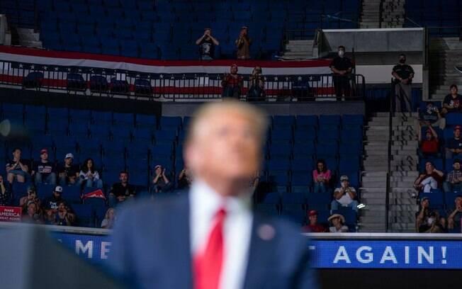 Comício de Donald Trump teve muitos lugares vazios