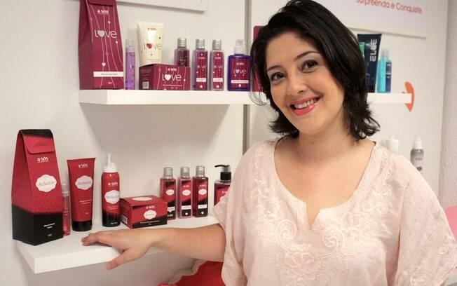Thaís Plaza com os produtos na Doce Sensualidade: