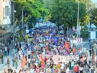 Greve.  Professores do Rio de Janeiro foram para as ruas em maio para reivindicar melhoria salarial
