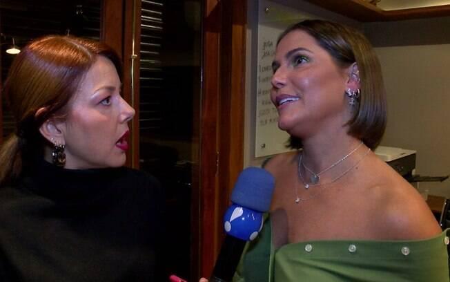 Deborah Secco concede entrevista  à repórter Andrea Corazza, do 'TV Fama'