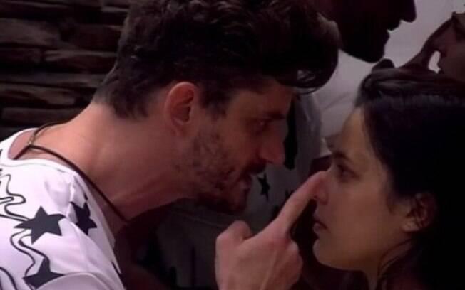 Briga tensa entre Marcos e Emilly motiva discussões sobre violência psicológica e relacionamentos abusivos