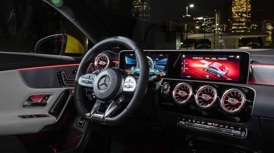Mercedes CLA 35 AMG 2021: interior sofisticado inclui central multimídia que funciona com comando de voz