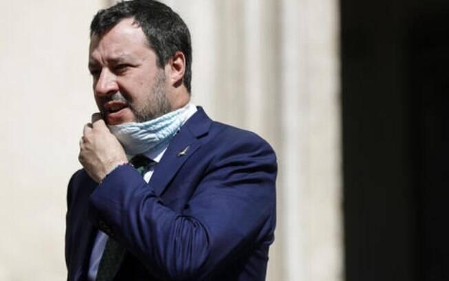Matteo Salvini quer reabrir igrejas para a celebração da Páscoa