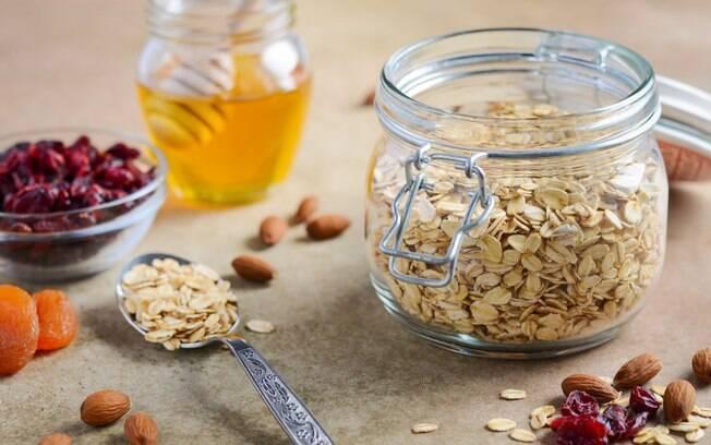 Alimentação e exercícios: aveia está na lista dos alimentos ricos em fibras e combina com a rotina de atividade física