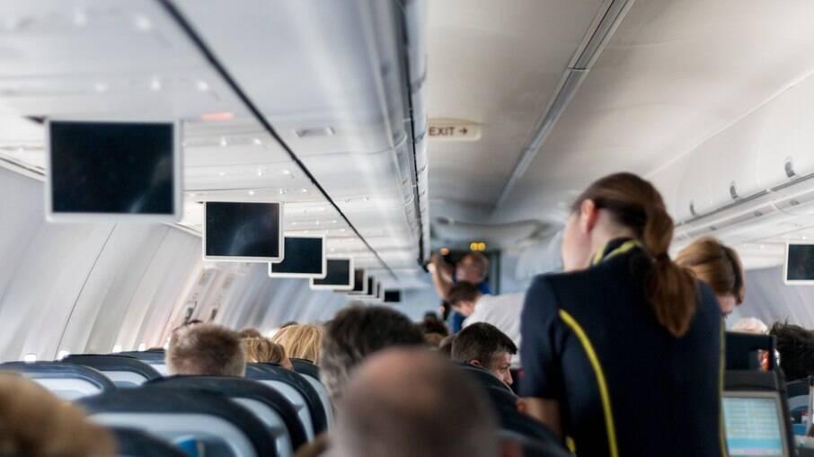 Use lencinhos desinfetantes assim que você entrar a bordo
