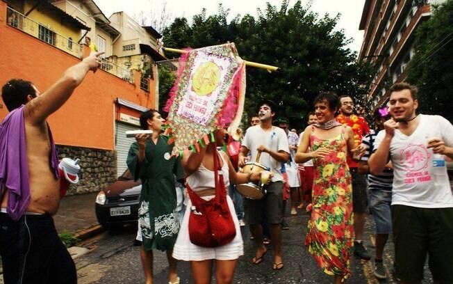 Acadêmicos da Cerca Frango faz segundo desfile na Pompéia