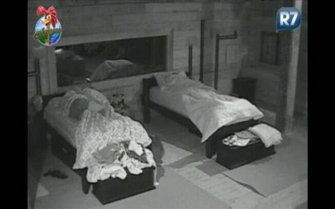 Valesca e Raquel foram as últimas a deitarem