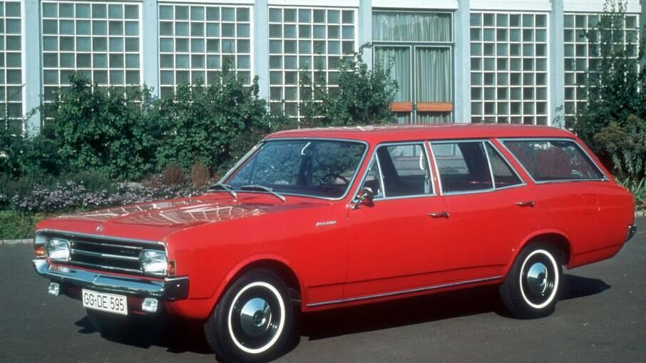 Opel Rekord Caravan: no Brasil, a Caravan foi vendida apenas com duas portas até sair de linha, em 1992
