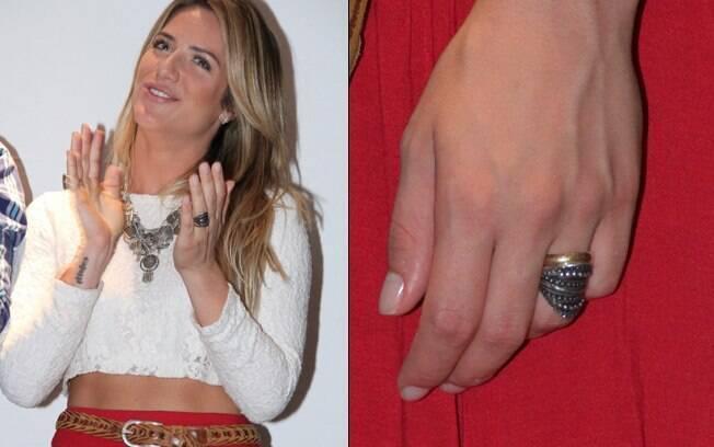 Giovanna Ewbank: com o anel de casamento