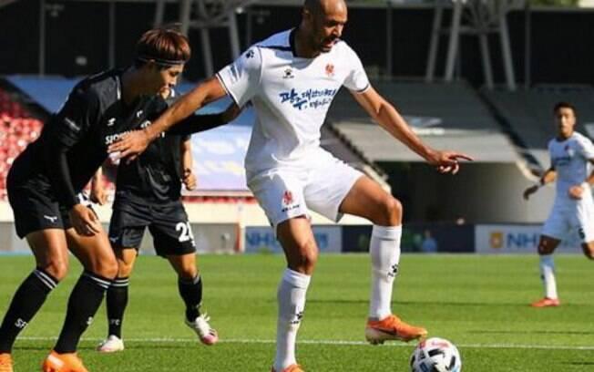 Com gol do brasileiro Felipe Silva, Gwangju vence e chega aos playoffs do Coreano pela primeira vez