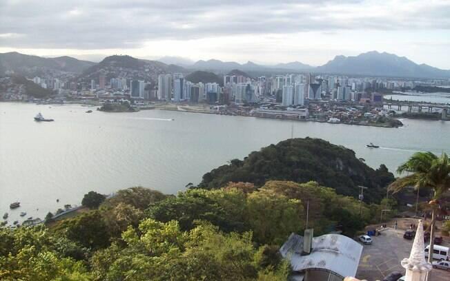 Vista a partir do Convento da Penha, em Vila Velha, localizada a apenas 6 km de Vitória