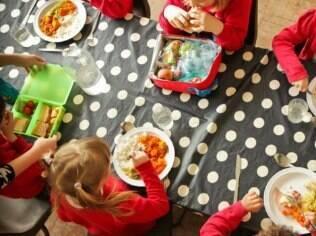 Estudo apontou que crianças mais novas estão mais propensas a experimentar novos alimentos