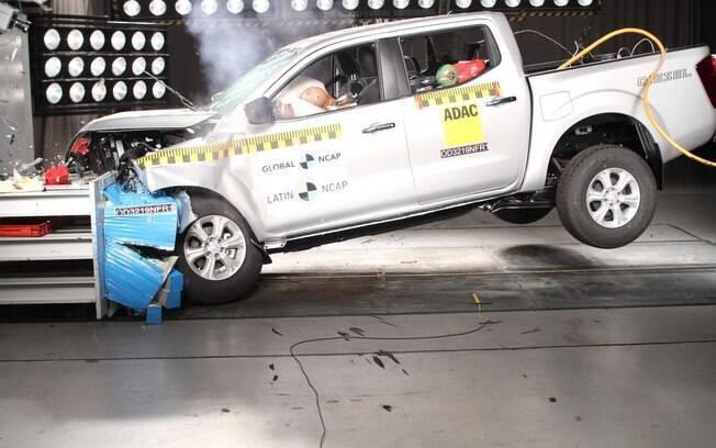 Nissan Frontier foi submetida ao teste do Latin NCAP, órgão que regula a segurança automotiva no continente