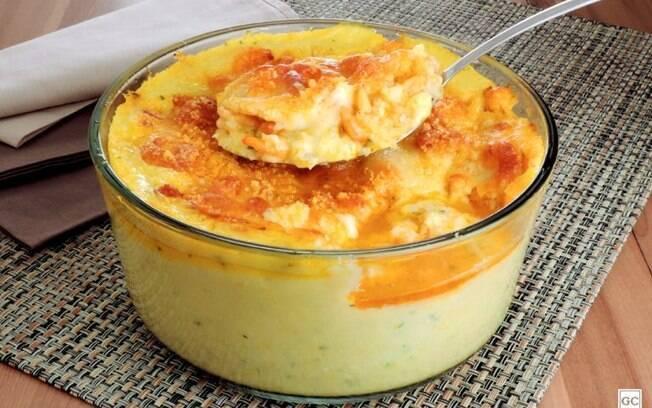 Polenta cremosa com milho e camarão: perfeita para qualquer refeição