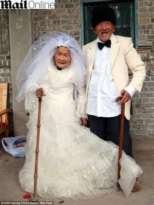 Wu Conghan e Wu Sognshi só posaram vestidos de noivos depois de 88 anos