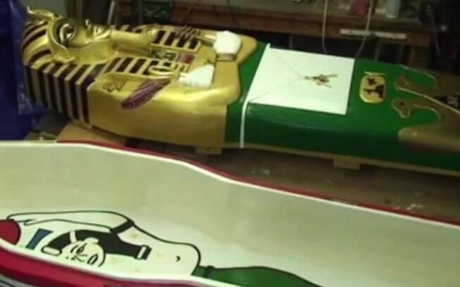 25 anos dedicado ao próprio velório, EUA: Fred Guentert se inspirou na cultura egípcia para criar seu próprio caixão e deixá-lo pronto em 2012. Foto: Reprodução/Youtube