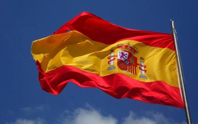 bandeira da espanha flamulando