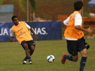 Atualmente no Náutico, Elicarlos já teve passagem pelo Cruzeiro e pode ser reforço do América