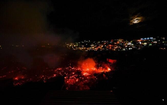 Incêndio atinge cerca de 600 residências em Manaus; casas atingidas são, em sua maioria, de madeira, o que espalha o fogo