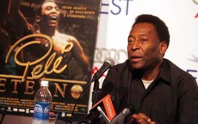 Pelé conversa com a imprensa sobre o filme