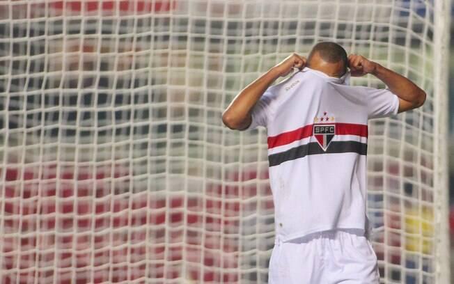 Atacante lamenta após perder gol na vitória  sobre o Atlético-MG