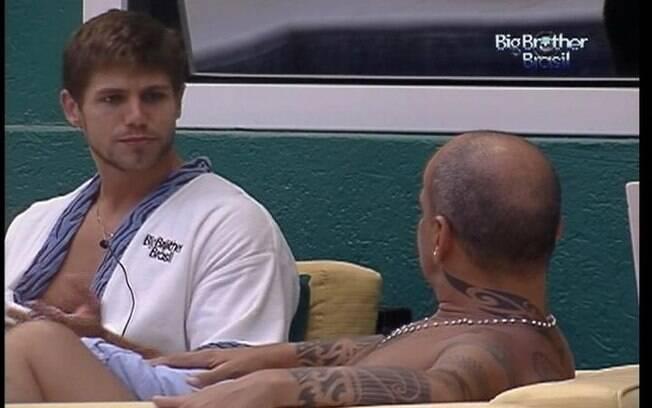 Jonas e João Carvalho criticam o comportamento do emparedado Yuri