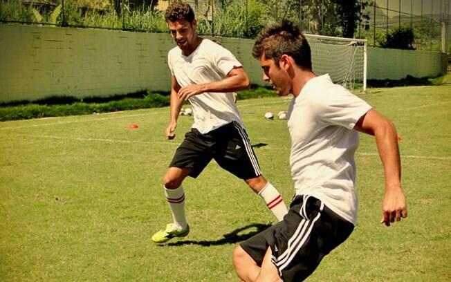 Cauã Reymond e Bruno Gissoni em treino para a novela