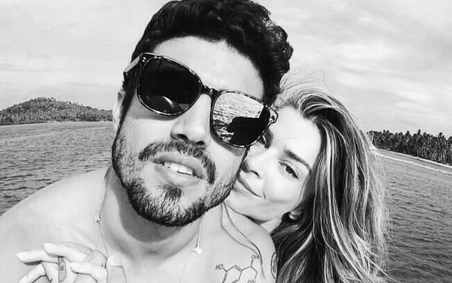 Caio Castro afirmou que o casal segue firme e forte