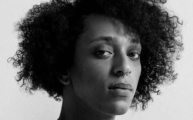 """irei à justiça processar os cantores para que aprendam a respeitar a população trans"""", escreveu Erika Hilton no Twitter"""