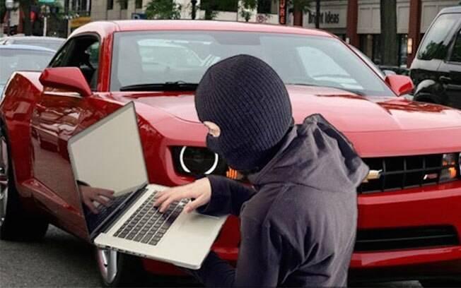 Com aplicativos e sistemas wireless, os carros conectados correm o risco de serem invadidos e controlados por hackers.
