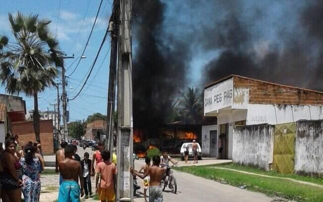 Além de ônibus, carros da Companhia de Água e Esgoto, da Enel Distribuição e do Demutran também foram incendiados