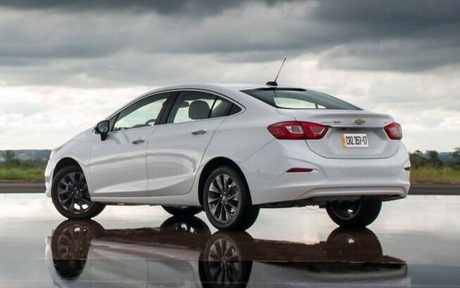 Chevrolet Cruze passou o rival Honda Civic em julho, aproveitando o menor volume de produção da marca japonesa