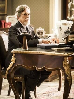 José de Abreu no papel de Ernest em 'Joia Rara'