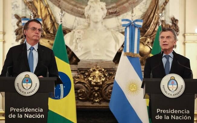 Bolsonaro e Macri discutem na Argentina pressões dos EUA por concessão nuclear
