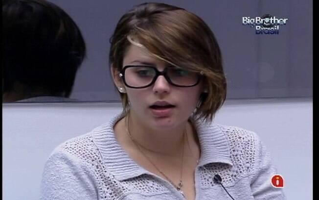 Moça comenta que a sensação de estar no paredão é parecida com o término de um namoro